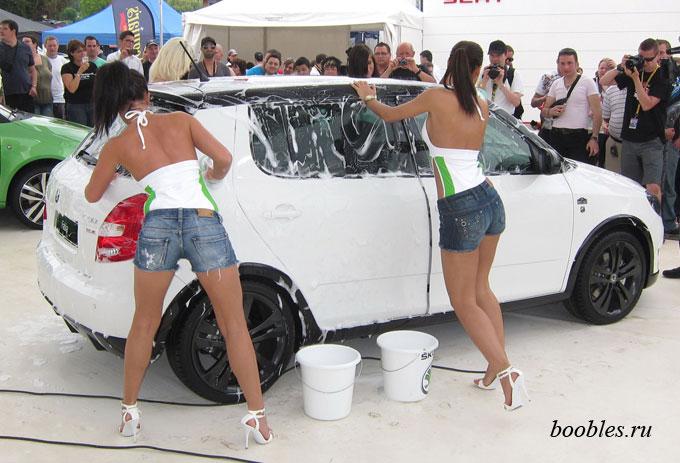 фото девушек с машинами
